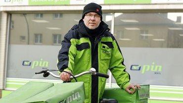 Robert Pinkus mit seinem Fahrrad