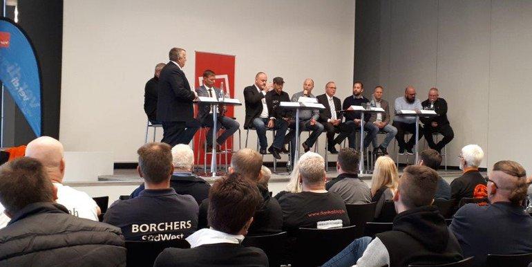 Gewerkschaftlich Engagierte vomregionalen Kraftfahrerkreis ludenzur Podiumsdebatte mit Verbänden und Politik auf der IAA in Hannover. Ihr Ziel: Über die Situation des Fahrpersonals aufEuropas Straßen zu diskutieren und über Wege der Veränderung.